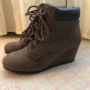 ⭐️Wedge Brown and Black Ankle Boots